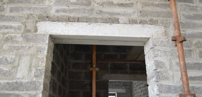 How-to-Lay-a-Concrete-Lintel